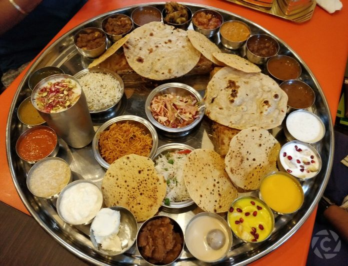 Gujarati_Thali_in_Ahmedabad