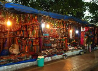Street Shopping in Ahmedbad